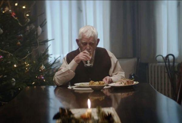 Η ομορφότερη Χριστουγεννιάτικη διαφήμιση που είδες ποτέ. Θα σε κάνει να δακρύσεις, πρώτα από θλίψη, μετά από ευτυχία (VIDEO)