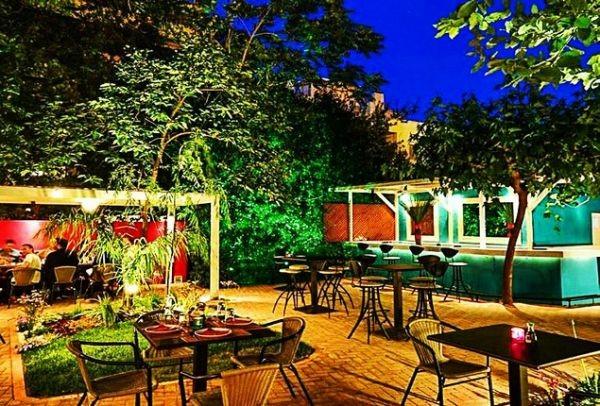Για cocktails και ασιατικές γεύσεις στην πιο... εξωτική αυλή του Χαλανδρίου!