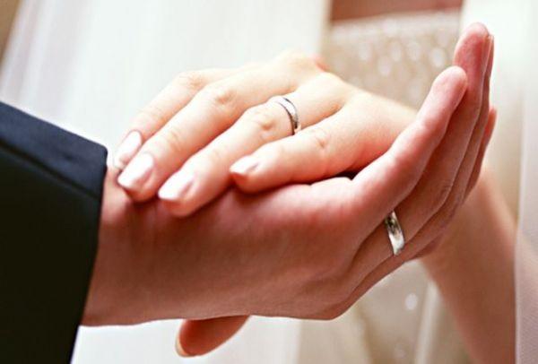Αποκλείεται να το γνώριζες: Για ποιο λόγο οι παντρεμένοι φοράνε βέρες;