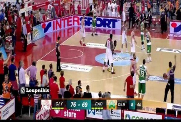 Σοκ: Οπαδός του Ολυμπιακού προσπαθεί να ρίξει σφαλιάρα στον Διαμαντίδη! (VIDEO)