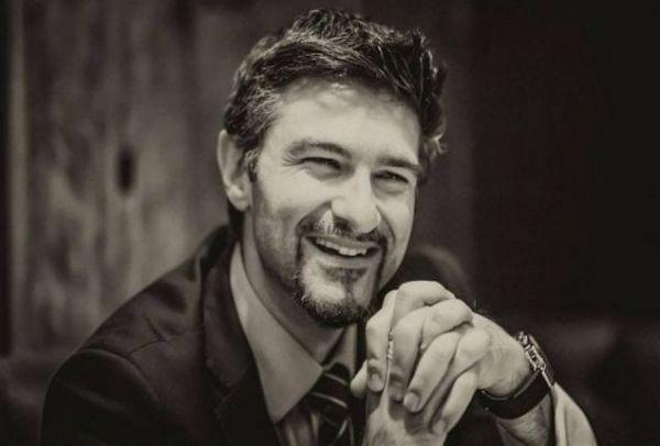 Χίλια μπράβο: Ο Έλληνας γιατρός Γιώργος Βρακάς κατέκτησε το Παγκόσμιο Βραβείο Μεταμοσχεύσεων