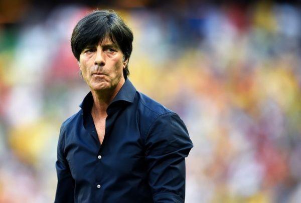 Μύξες, μασχάλες και άλλα... όμορφα! Όταν ο προπονητής της Γερμανίας μάς έχει κάνει να σιχαθούμε την ύπαρξή του (VIDEO)