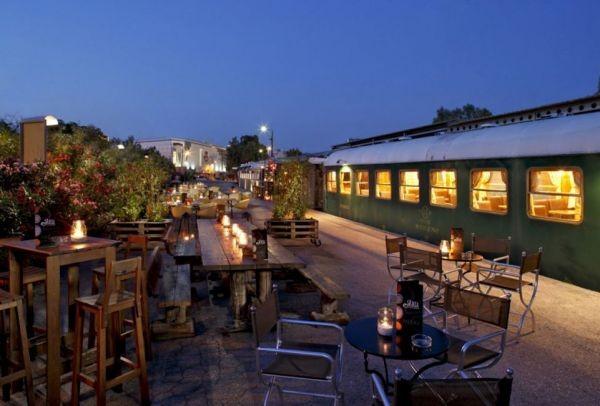 Τα πιο φθηνά μαγαζάκια με αυλή στην Αθήνα: Το AthensMagazine.gr σου προτείνει τα καλύτερα μέρη για χαλαρά cocktails στην πόλη