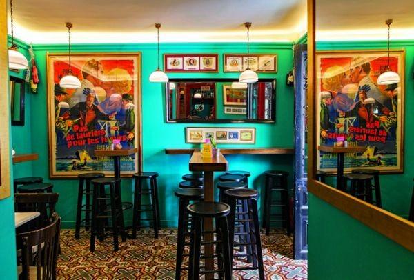 Σε ένα νεοκλασικό του 1903 θα βρεις ένα από τα πιο ιστορικά bar της Αθήνας: Μια... ροκ μπαλάντα που παίζει ακόμα!