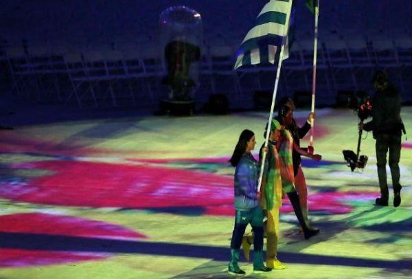 Θεά: Έκλεψε τις εντυπώσεις στην τελετή λήξης η σημαιοφόρος και χρυσή Ολυμπιονίκης, Κατερίνα Στεφανίδη! (PHOTOS)