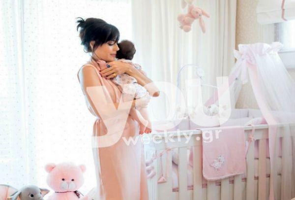 Για πρώτη φορά: Η Σίσσυ Φειδά μας υποδέχεται στο υπέροχο σπίτι της και μας συστήνει την κόρη της! (Photos)