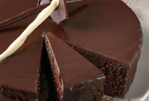 Θα ξετρελαθείτε: Η πανεύκολη «κολασμένη» σοκολατόπιτα των 5 ευρώ!