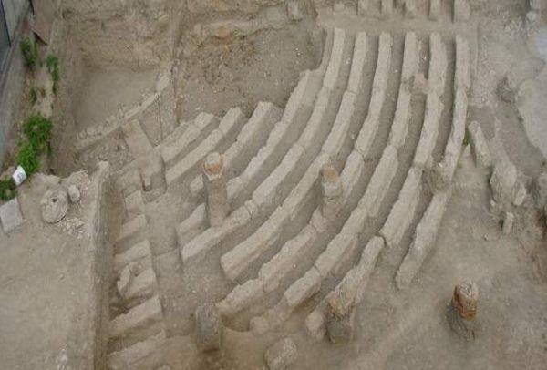 Η αποκάλυψη ενός σπουδαίου μνημείου: To αρχαίο θέατρο Αχαρνών, που βρέθηκε ενώ έσκαβαν για ανέγερση οικοδομής!