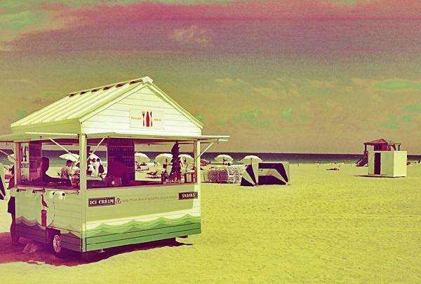 Ρετρό εστιατόρια, art deco ιστορικά κτίρια, φοίνικες και ατελείωτες παραλίες: Το Μαϊάμι... μετακομίζει στον Πειραιά - Τι θα συμβεί από 27/01