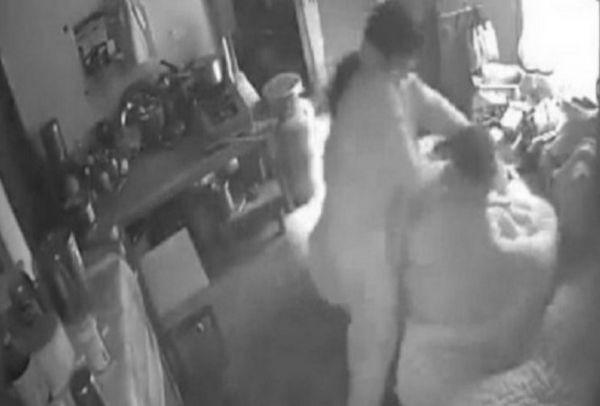 b4979ef2c4 Έβαλε κρυφή κάμερα για να πιάσει στα πράσα την γυναίκα του – Μόλις δείτε τι  αντίκρισε