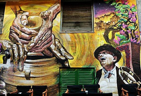 Ένα γκράφιτι στα Εξάρχεια, ο μπαρμπα- Γιάννης και μια νοσταλγική ιστορία