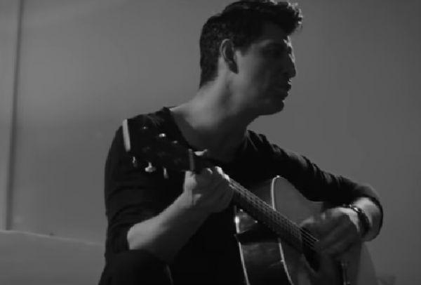 Ζήτημα Ζωής: Ακούστε το ολοκαίνουριο τραγούδι του Σάκη Ρουβά! (Βίντεο)