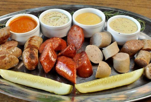 Η συνταγή της ημέρας: Λουκάνικα μοσχαρίσια και φρανκφούρτης με μουσταρδομαγιονέζα!
