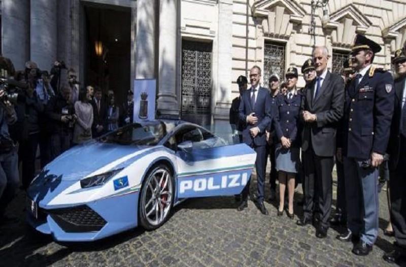 Μια Lamborghini το νέο «όπλο» της ιταλικής τροχαίας κατά των «μανιακών της ταχύτητας» (video)