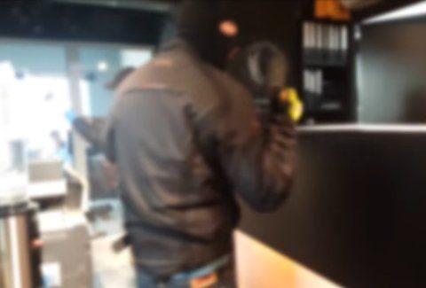 Τα έκαναν λίμπα: «Ντου» του Ρουβίκωνα με βαριοπούλες στα κεντρικά των καφέ Mikel! (Video)