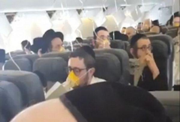 Θρίλερ στον αέρα: Επιβάτες αεροπλάνου άρχισαν να προσεύχονται όταν έπεσαν οι μάσκες οξυγόνου! (photos+video)