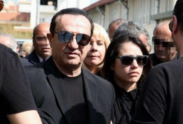 Κατέρρευσε ο Πανταζής στην κηδεία της μητέρας του! Φωτογραφίες ντοκουμέντο…