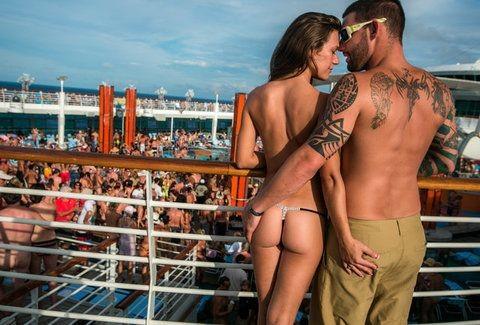 Αυστηρώς ακατάλληλο: Τα πιο τρελά και... καυτά σκηνικά που έχουν συμβεί ποτέ σε κρουαζιέρες γυμνιστών! (Photos)