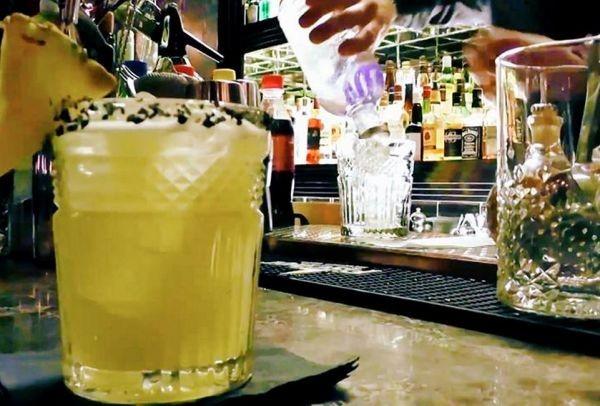 Tony's Bar: Το