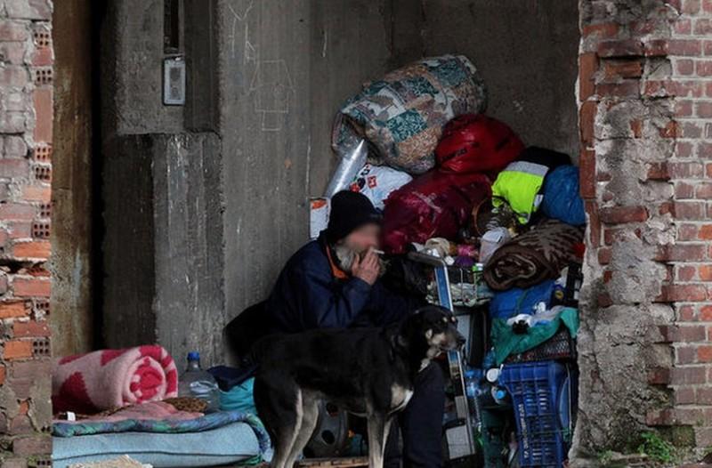 Για κάποιους είναι κάθε μέρα Μεγάλη Παρασκευή! Οι άστεγοι της Αθήνας που σηκώνουν τον δικό τους Σταυρό στους δρόμους της πρωτεύουσας (photos)