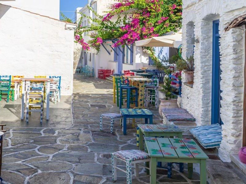 Oι 10 εκδρομές που είναι μια ανάσα από την Αθήνα για να πιάσεις φέτος τον Μάη!