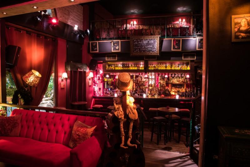 Β-κουτί: Το bar που καθιέρωσε την... αποκέντρωση της αθηναϊκής νύχτας!