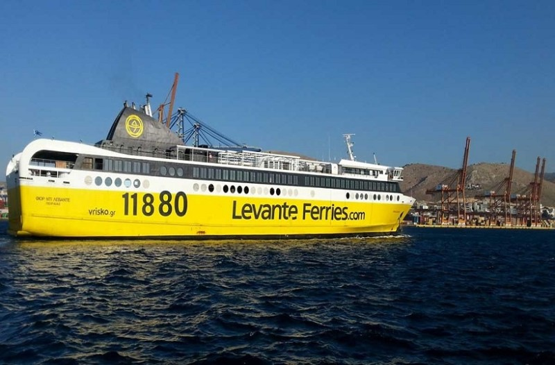 Σοκ στην Ζάκυνθο: 23χρονη κοπέλα πήδησε από πλοίο στην θάλασσα!