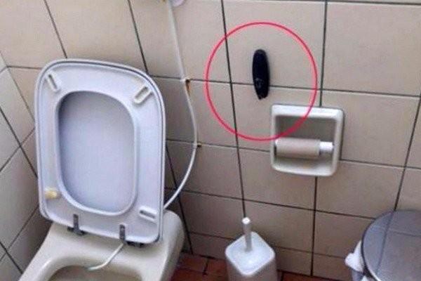 Κρυφή κάμερα σε τουαλέτα ταβέρνας στο Ναύπλιο!