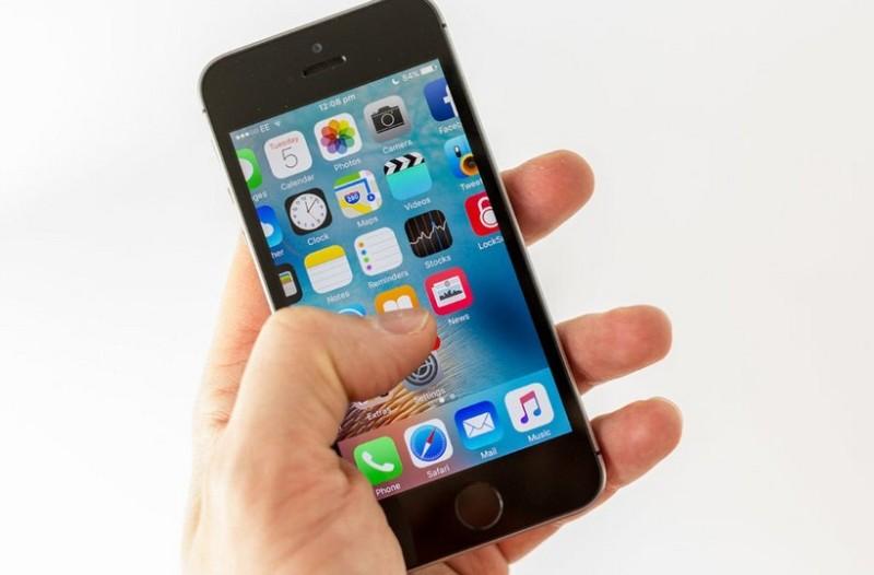 Τέλος στο αιώνιο πρόβλημα. Με αυτό το απλό κόλπο θα φορτίσετε 100% την μπαταρία του iPhone μέσα σε λίγα λεπτά!