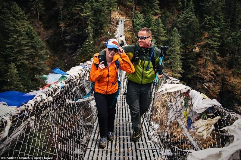Το... τερμάτισαν! Ζευγάρι παντρεύτηκε στην κορυφή του Έβερεστ μετά από ανάβαση 3 εβδομάδων (Photos)