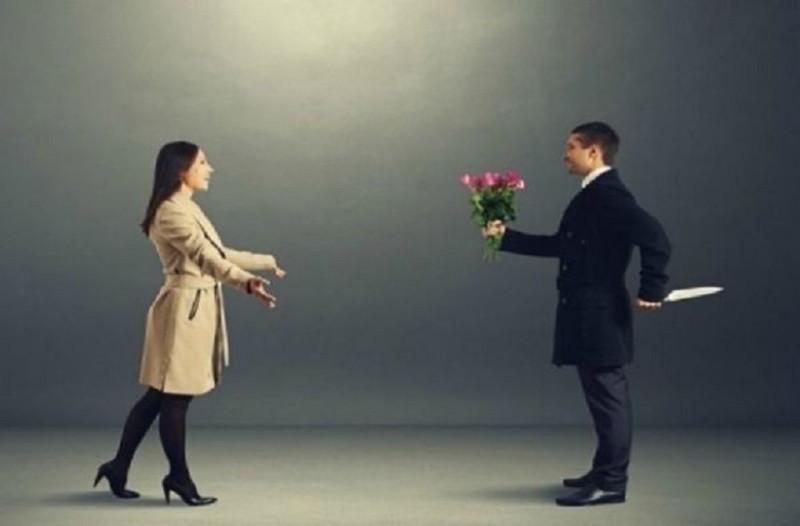 Πώς θα καταλάβετε ότι έχετε σχέση με κάποιον συναισθηματικά ψυχοπαθή; Σας έχουμε τα 5 σημάδια (Photo)