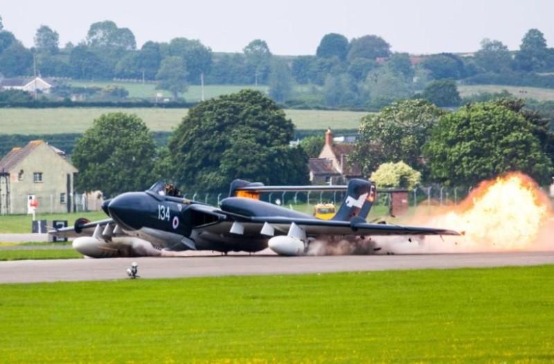 Προσγείωση - θρίλερ για πολεμικό αεροσκάφος: Γλίτωσε από θαύμα ο πιλότος (video+photos)