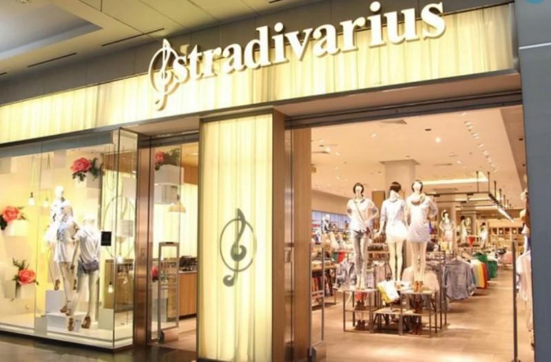 Αυτό είναι το κιμονό από τα Stradivarius που δεν θα αποχωρίζεστε όλο το καλοκαίρι! (Photo)