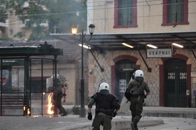 Ο κακός χαμός στο Μενίδι: Σε βάζα τοποθετούν τις σφαίρες από τα σπίτια τους οι κάτοικοι της περιοχής!