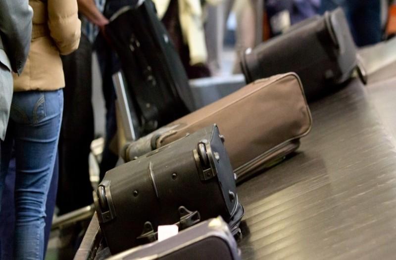 Θεσσαλονίκη: Συνελήφθη επ' αυτοφώρω υπάλληλος να κλέβει τις αποσκευές στο αεροδρόμιο «Μακεδονία»!