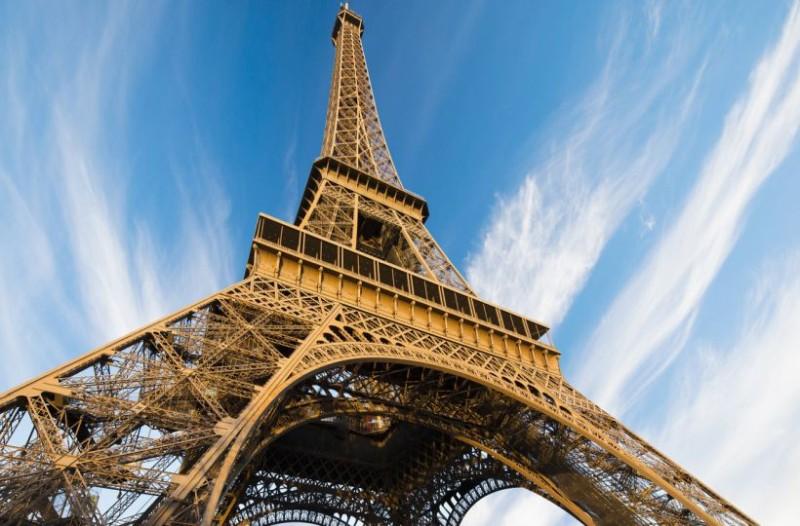 Συναγερμός στο Παρίσι: Τρόμος στον Πύργο του Άιφελ!