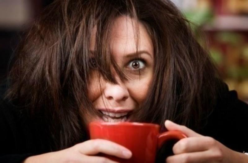 4 σημάδια που δείχνουν ότι πίνετε παραπάνω καφέ απ' όσο πρέπει!