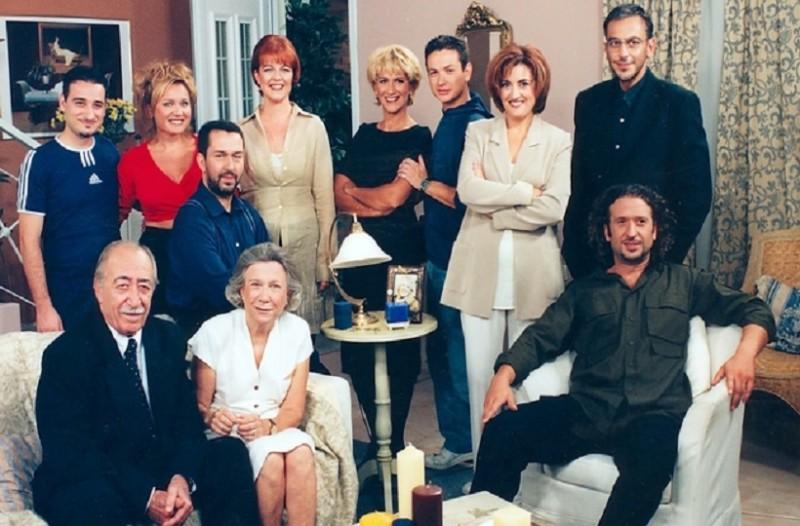 Αποκλείεται να μην τις έχετε δει έστω και μια φορά: 9 ελληνικές σειρές που έκαναν τεράστια επιτυχία στα '90s (Video)