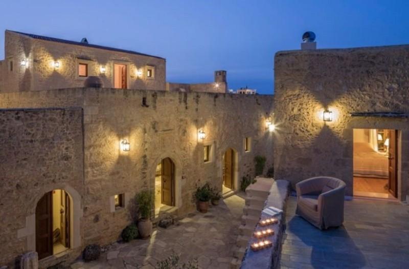 Η συγκλονιστική ιστορία του εγκαταλελειμμένου χωριού στην Κρήτη που έγινε πολυτελές ξενοδοχείο (Photo)