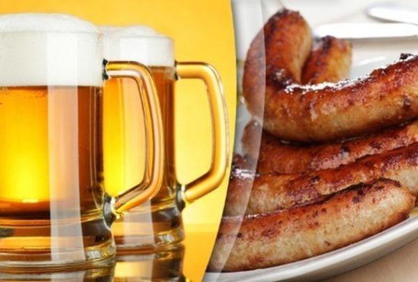 Σκέτη... κόλαση! Χοιρινά λουκάνικα με μπύρα - Δείτε την πανεύκολη συνταγή