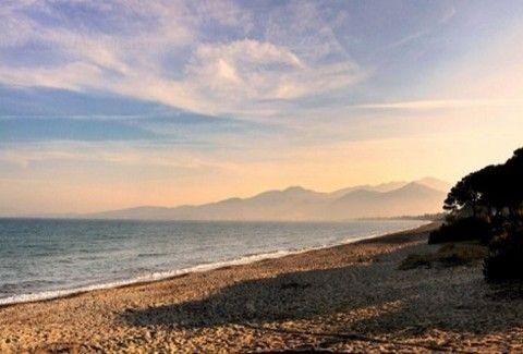 Ώρα για τα πρώτα μπάνια: Αυτές είναι οι κρυφές και... πεντακάθαρες παραλίες μία ανάσα από την Αθήνα! (Photos)