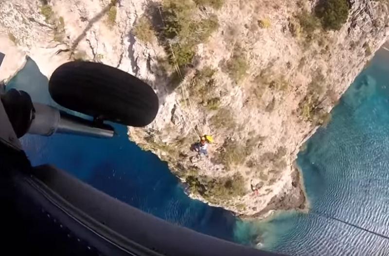Κεφαλονιά: Καρέ καρέ η διάσωση ενός τουρίστα από Super Puma (Photo & Video)