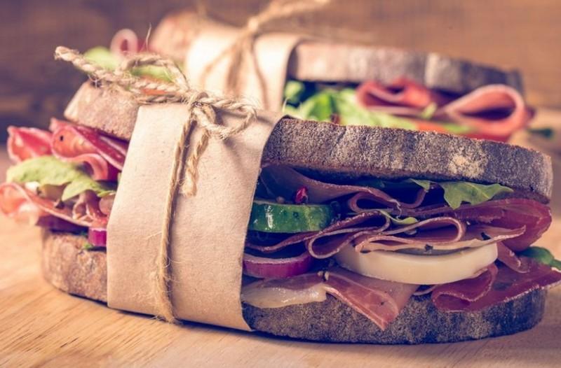 Πρέπει να το δοκιμάσεις: Εδώ θα φας το κορυφαίο σάντουιτς της Αθήνας!