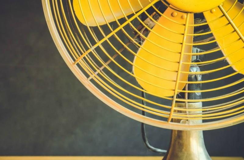 Δείτε πως θα κάνετε τον ανεμιστήρα σας να λειτουργεί καλύτερα και από... κλιματιστικό!