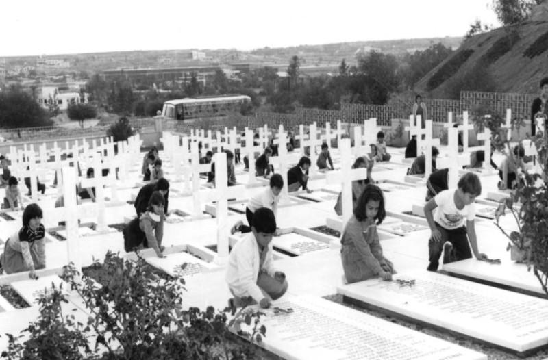 Σαν σήμερα - 20 Ιουλίου 1974: 43 χρόνια από την τούρκικη εισβολή στην Κύπρο!  (photos+videos) - Retromania - Athens magazine