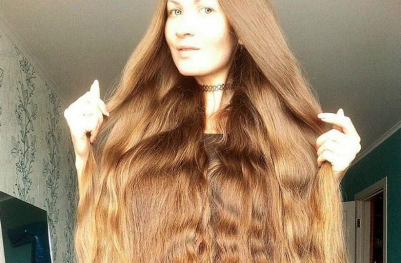 Μια σύγχρονη «Ραπουνζέλ» - Θα πάθετε πλάκα μόλις δείτε τα μαλλιά της!