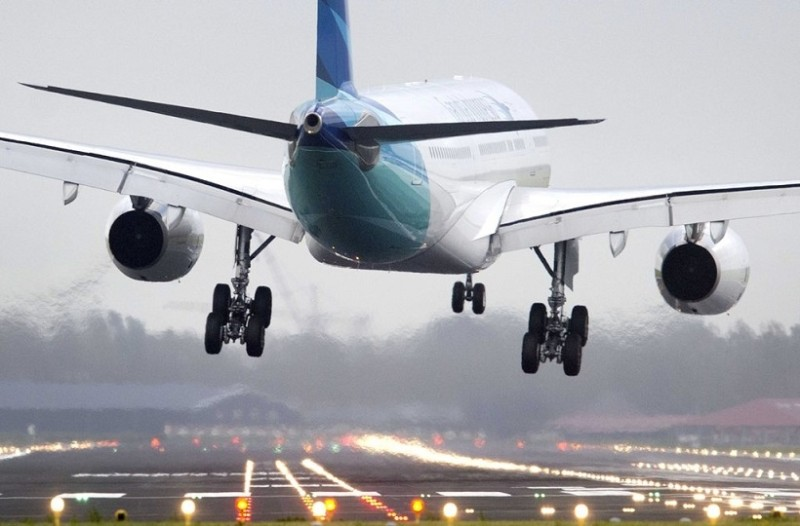 Αυτός είναι ο λόγος που χαμηλώνουν τα φώτα στο αεροπλάνο στην προσγείωση και την απογείωση!