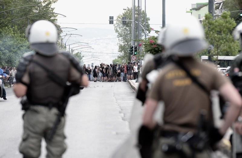 Διακόπηκε η κυκλοφορία στην Λ. Αλεξάνδρας - Επεισόδια έξω από το Εφετείο