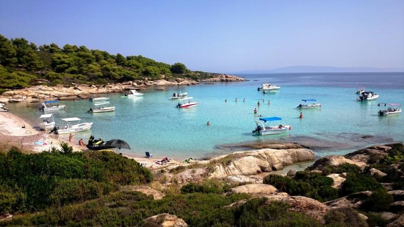 Μαγεία: Το εξωτικό νησί στην Ελλάδα με τα ζεστά, διάφανα και τυρκουάζ νερά που έχει τρελάνει τους τουρίστες!(photos)