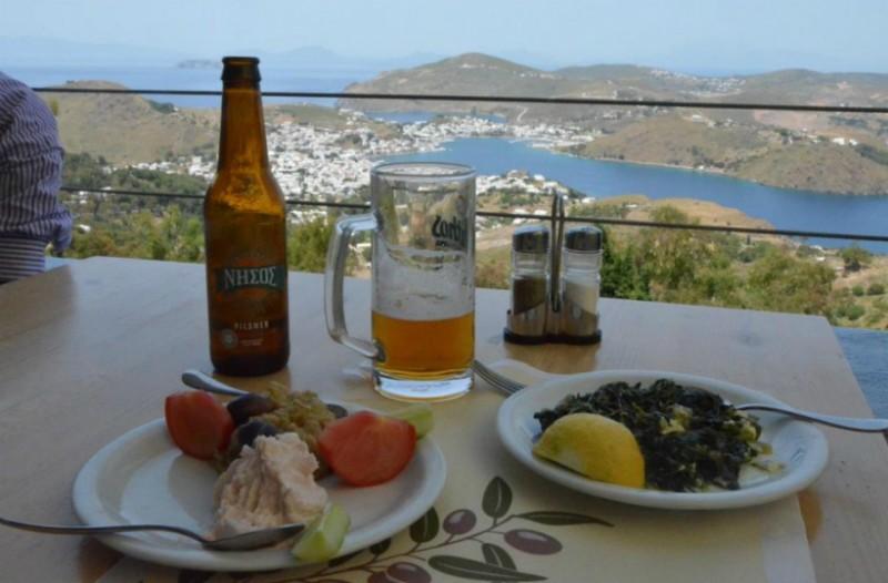 Για να ξέρετε που πάτε και τι... τρώτε! 25 νησιά, 40 ταβερνάκια, 100 ιδιαίτερες γεύσεις!